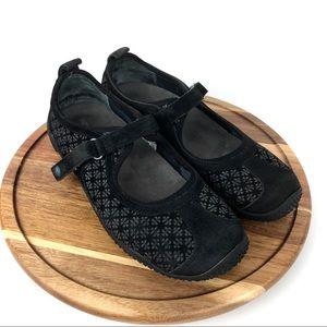 321ab6a658b7 Merrell Circuit Black Hiking Sandals Mary Janes 8